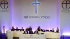 Die Mitglieder der Synode der Church of England diskutieren und stimmen ab über die Weihe von Frauen als Bischöfe am 14. Juli 2014.