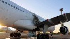 Beschädigtes Flugzeug am Flughafen von Tripolis.