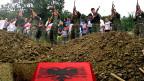 Die Kosovo-Befreiungsarmee UCK hat Ende der 1990-er Jahre Kriegsverbrechen und Verbrechen gegen die Menschlichkeit begangen. Zu diesem Schluss kommt eine Sonderkommission der EU, angeführt vom US-Staatsanwalt Clint Williamson.