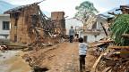 Zerstörung durch ein Erdbeben in einer Stadt in der Provinz Yünnan. Viele Menschen glauben, dass das chinesische Jahr des Holzpferdes Unglück über das Land bringt.