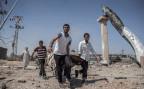 Palästinenser bergen während der kurzen Waffenruhe in Gaza Leichen