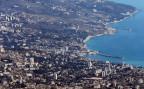 Luftaufnahme der Hafenstadt Jalta auf der Krim