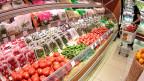 Russland importiert viele Lebensmittel und Agrargüter aus der EU – und muss nun darauf achten, sich nicht zu stark selbst zu schaden. Der Moskauer Supermarkt bietet wohl in nächster Zeit ein schmaleres Sortiment.