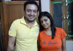 Die Frischvermählten Shivani (links) und Varun sind einem Ehrenmord durch die Flucht in eine Schutzwohnung der Love Commandos entgangen.