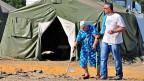 Flüchtlinge aus der Ostukraine in einem provisorischen Flüchtlingslager. Nun soll Hilfe kommen - aus Russland.