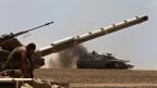Israel ist Spitzenreiter bei der Raketenabwehr. Ein israelischer Soldat auf einem Panzer vor dem Gaza-Streifen am 25. Juli 2014.