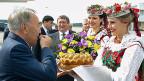 Der kasachische Präsident Nursultan Nasarbajew am 26. August bei seinem Besuch in der weissrussischen Hauptstadt Minsk: Empfang mit Brot und Salz – vor dem Treffen mit Russland, der Ukraine und EU-Vertretern.
