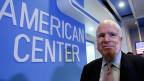 Der Republikaner John McCain kritisiert die Aussenpolitik von US-Präsident Obama.