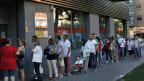 Menschenschlange vor einem Arbeitsamt in Madrid am 2. September 2014. Erstmals seit sechs Monaten ist die Arbeitslosenquote wieder angestiegen.