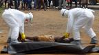 Ein Opfer des Ebola-Virus in der liberischen Hauptstadt Monrovia.
