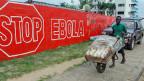 Warnung vor Gefahr durch das Ebola-Virus in der liberianischen Hauptstadt Monrovia.