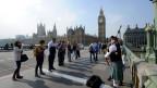 Schottland hat beschlossen, ein Teil des Vereinigten Königreichs zu bleiben. Dudelsackspieler auf der Westminster Bridge, vor dem House of Parliament mit Big in London am 19. September 2014.