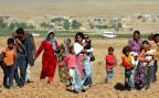 syrische KurdInnen auf der Flucht vor dem IS an der Grenze zur Türke