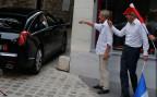 Nicolas Sarkozy wird von Unterstützern bejubelt, nachdem er sein politisches Comback publik machte