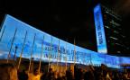 Lichtinstallation vor dem UNO-Hauptgebäude, wo die Klimakonferenz stattfindet