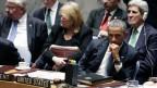 Barack Obama hört im Sicherheitsrat zu