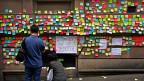 Solidaritätsbekundungen für die Protestbewegung auf tausenden von bunten Post-it-Zetteln an einer Wand in Sidney. Ob die Bevölkerung in Peking ebenso gut informiert ist, ist fraglich.