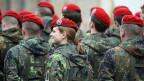 Ein gutes Stück weit ist die Integration von Frauen in die Nato-Armeen nicht nur Realität, sondern auch Normalität geworden - auf dem Feld, auf Stützpunkten, in Hauptquartieren.