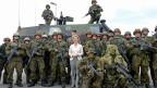 Die deutsche Verteidigungsministerin Ursula von der Leyen bei einem Truppenbesuch in Schleswig-Holstein.