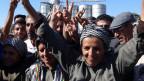 Kurdische Soldatinnen und Soldaten in Kobane.