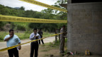 Sicherheitsbeamte am Ort einen Schiesserei in San Pedro Limon am 3. Juli 2014.