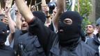 Mitglieder der IS-Terrormiliz während einer Kundgebung in Syrien.