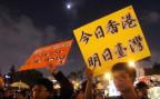 Demonstranten in Taipeh. Auf den Schildern steht: Heute Hongkong - morgen Taiwan