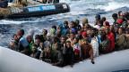 Flüchtlinge nach einer Rettungsaktion der italienischen Aktion «Mare Nostrum» vor der Küste Siziliens.