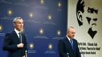 Nato-Generalsekretär Jens Stoltenberg mit dem türkischen Aussenminister Cavusoglu in Ankara.