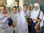 Mädchen vor der Schule die Malala Yousafzai besucht hat.