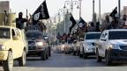 Fanatische Jihadisten richten sich ein im Chaos zerfallender arabischer Staaten. Militante Islamisten in Raqqa im Nordwesten Syriens.