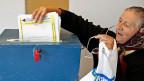 Bosnien hat gewählt, aber niemand versteht das Resultat. Eine Wählerin in einem Dorf nahe Srebrenica.