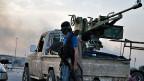 «Die sitzen auf einem riesigen Berg Munition und sind bereit für einen richtig langen Krieg», sagt ein Experte, der das Kriegsmaterial von IS untersucht hat. Bild: Ein IS-Kämpfer im nordirakischen Mosul.
