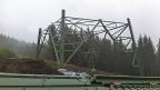 Im Thüringer Wald wird gebaut: Um die Energiewende zu verwirklichen, braucht es neue Strommasten, Kabel, Leitungen. Ein hochkomplexes Geflecht von Strom-Produtionsstätten und Strom-Abnehmern muss auf ein neues, ebenso komplexes System umgestellt werden.