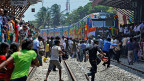 Der Zug «Queen of Jaffna» nach der Ankunft in Jaffna am 13. Oktober - der erste Zug, nachdem die Verbindung des Inselnordens zum Rest der Insel vor 24 Jahren wegen des Bürgerkriegs eingestellt worden war.