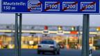 Die Fahrt auf deutschen Autobahnen wird für Ausländerinnen und Ausländer bald teurer.