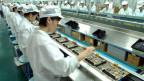 Südchina ist in den letzten zwei Jahrzehnten zur «Fabrikhalle der Welt» geworden. Wanderarbeiter in einer Elektronikfabrik.