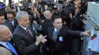 Links Frankreichs Aussenminister Fabius, neben ihm der algerische Premier Sellal und Renault-Chef Carlos Ghosn bei der Einweihung des neuen Renault-Werks in Oran.