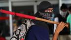 Demonstranten blockieren den Eingang des Flughafens von Acapulco.
