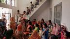 Indische Frauen riskieren ihr Leben riskieren, um Leben zu verhindern. Bild: Ein Treffen zum Thema Familienplanung in Delhi.
