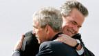 George W. Bush mit seinem Bruder Jeb Bush. Rettet der Bush-Clan die Republikaner?