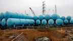 Fukushima. In den Tanks wird das radioaktiv belastete Wasser gespeichert.