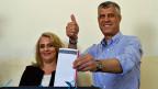 Hashim Thaci am 8. Juni an der Wahlurne. Er hat die Wahl zwar  gewonnen, konnte aber keine absolute Mehrheit zur Bildung einer Regierung erreichen.
