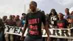 Macky Sall sei der unbeliebteste Präsident aller Zeiten, sagt Thiat, ein Rapper und Aktivist von «Y'en a marre» , Dass es keine Proteste gegen den neuen Präsidenten gegeben habe, sei, weil die Menschen in Senegal - und nicht etwa die Politiker - wirklich demokratisch leben und funktionieren wollten. Bild: Y'en-a-marre-Aktivisten protestieren 2012 gegen die Regierung.