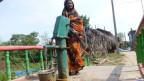Die Handpumpe wurde erhöht. Dadurch soll verhindert werden, dass diese bei erneutem Hochwasser verschmutzt wird.