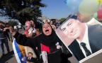 Eine Anhängerin von Hosni Mubarak feiert die Gerichtsentscheide ihres Idols
