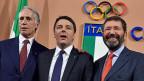 Sie haben am 15. Dezember in Rom ihre olympischen Pläne präsentiert: v.l.n.r. Giovanni Malago', Präsident des italienischen olympischen Komitees, Matteo Renzi, Italiens Premier und Ignazio Marino, Bürgermeister von Rom.