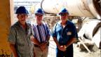 Fernando Martireno, Professor aus Kuba (Mitte)  mit zwei Mitarbeitern einer lokalen Baufirma.