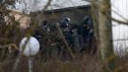 Die von der Polizei erschossenen mutmasslichen Charlie-Hebdo-Attentäter seien noch schiessend aus ihrem Unterschlupf gestürmt, berichten französische Medien.