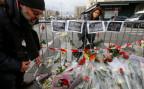 Blumen vor dem Supermarkt Hyper Cacher in Paris, wo es am Freitag zu einer Geiselnahme kam